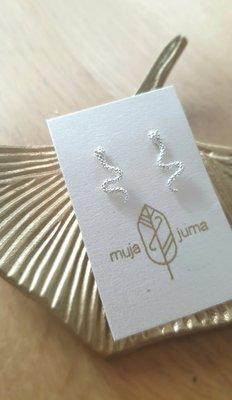 Muja Juma - oorbel - Zilver - knopje met slangetje