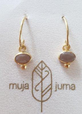Muja Juma - Oorbel - vergulde ovale hanger met perzik maansteen